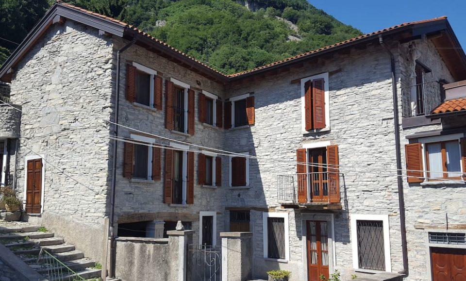 Таунхаус в историческом центре CarateUrio озеро Комо, Италия