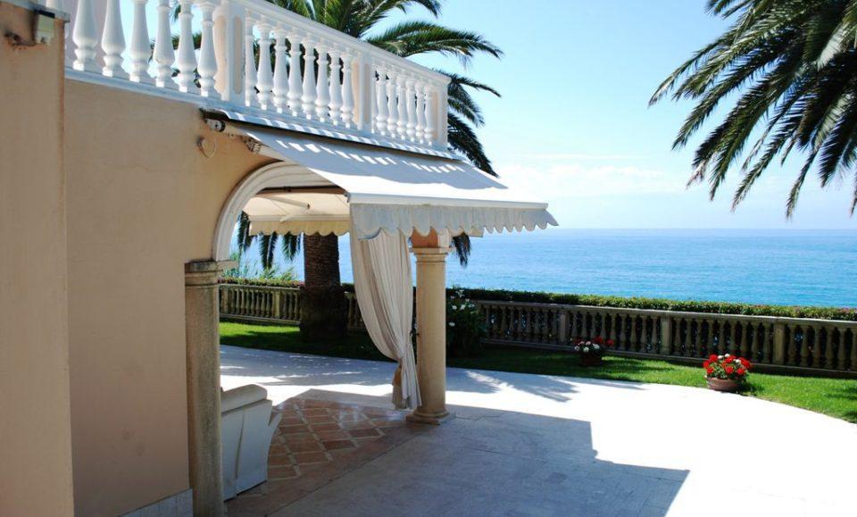 Вилла с потрясающим видом на море и город Сан Ремо