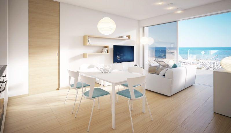Квартира с новым ремонтом и большими пространствами, в жилом комплексе НАПРОТИВ МОРЯ, Лидо ди Езоло, Венеция, Италия